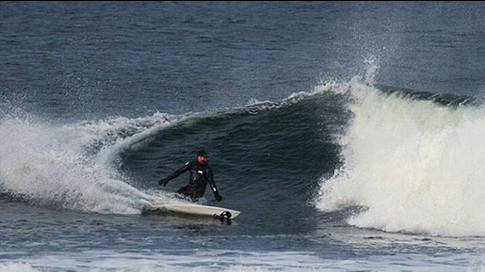 chris-noble-carving-lunasurf-winter-wetsuit.png