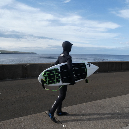 craig-mclachlan-lunasurf-kids-yamamoto-winter-wetsuit-full-grip-and-comp-leash-scotland-.png
