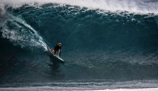 eimeo-czermak-first-surf-at-pipeline-and-riding-lunasurf-quad-fins-futures-.png