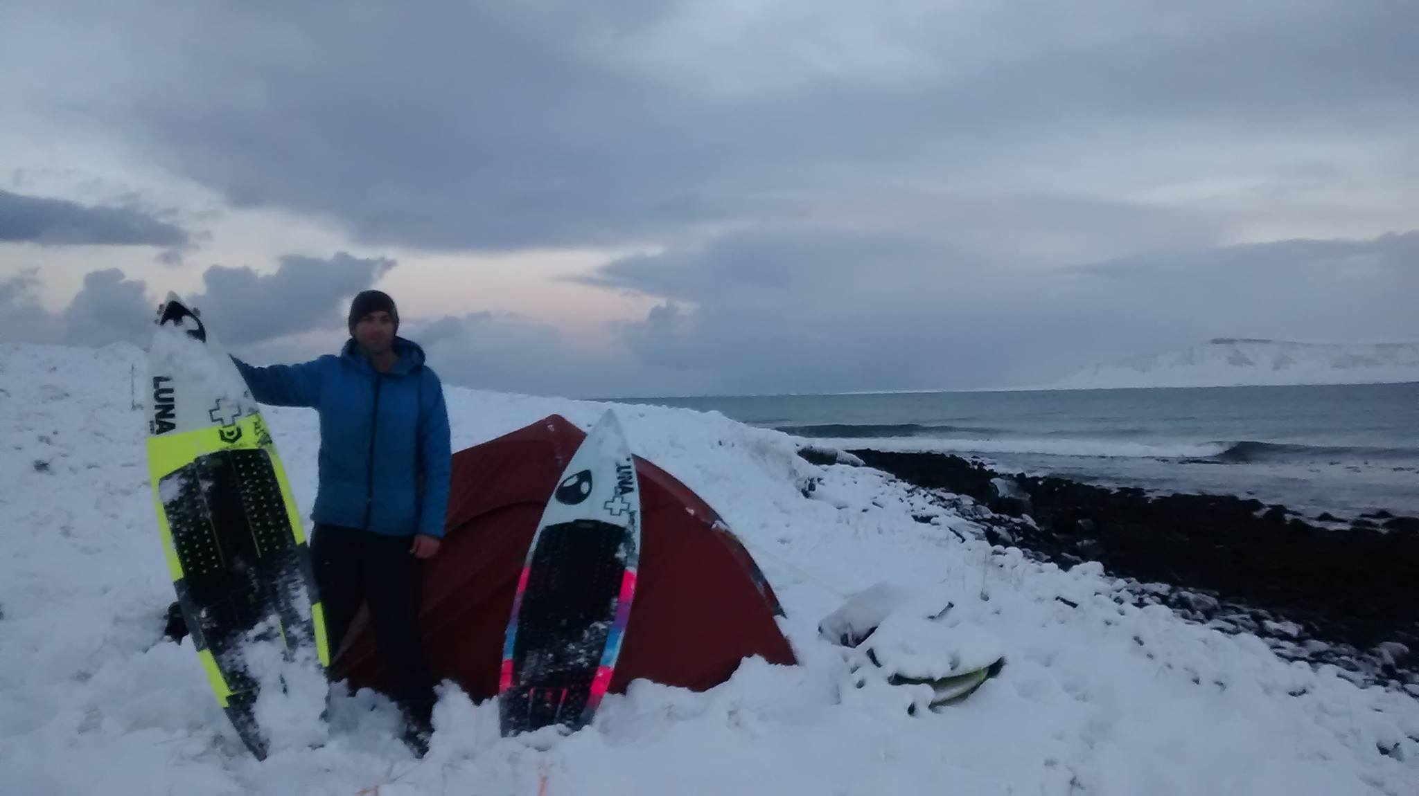 ian-battrick-solo-snow-camping-iceland-cold-water-surf-lunasurf-full-deck-grip-iceland.jpg